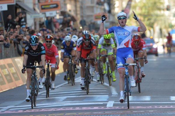 Arnau Demare ganando Milán - San Remo